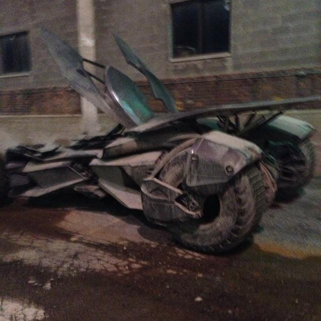 batmobile-from-batman-v-superman-dawn-of-justice_100480787_l