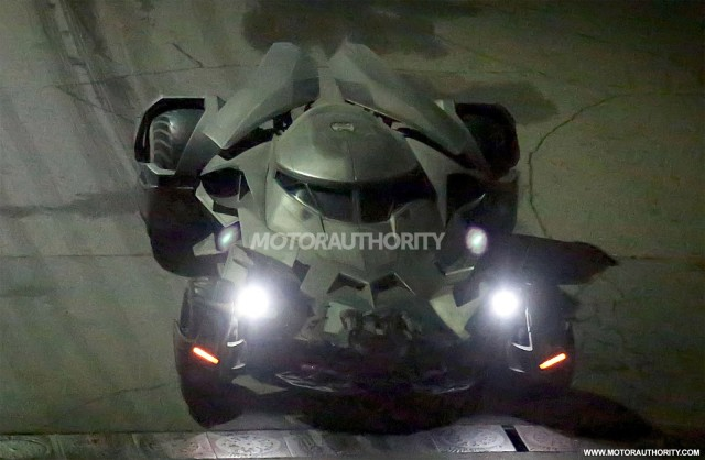 batmobile-from-batman-v-superman-dawn-of-justice_100481682_m