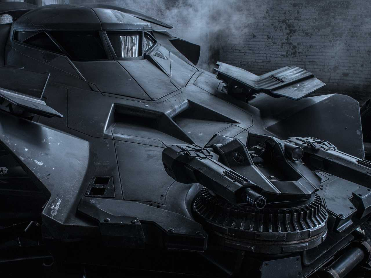 heres-the-first-official-photo-of-the-batmobile-in-batman-v-superman