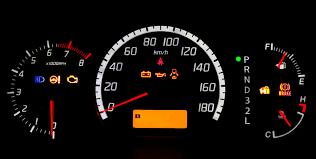 أضواء تحذيرية تظهر على لوحة السيارة لها معنى تعرف عليها