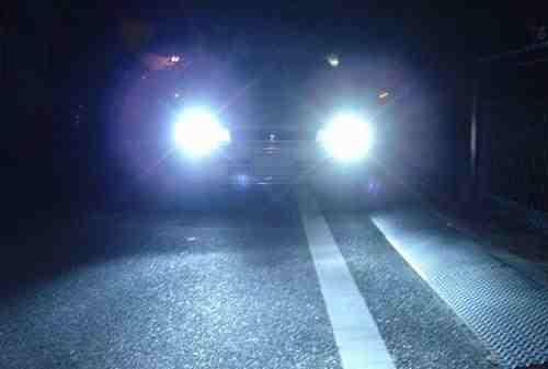 أضواء سيارة  مبهرة